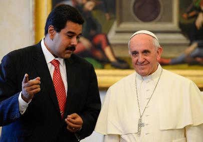 CI02 CIUDAD DEL VATICANO (VATICANO), 17/06/2013.- El papa Francisco (d) conversa con el presidente de Venezuela, Nicolás Maduro, durante una audiencia privada celebrada en la Sala de la Biblioteca del palacio apostólico del Vaticano, el 17 de junio de 2013. EFE/POOL